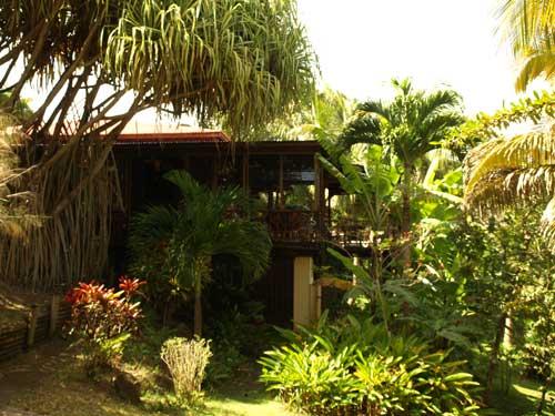 villa tou bois location villa a deshaies en guadeloupe. Black Bedroom Furniture Sets. Home Design Ideas