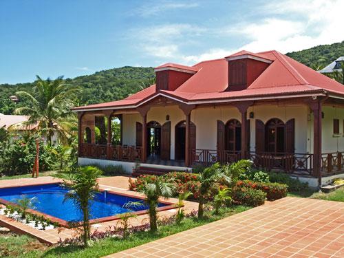 Location villa avec piscine bas vent deshaies en guadeloupe for Au jardin tropical guadeloupe