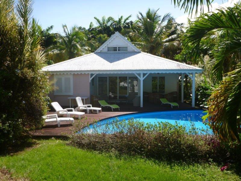 Aquarelles villas location villa manet sainte rose en for Devant le miroir manet